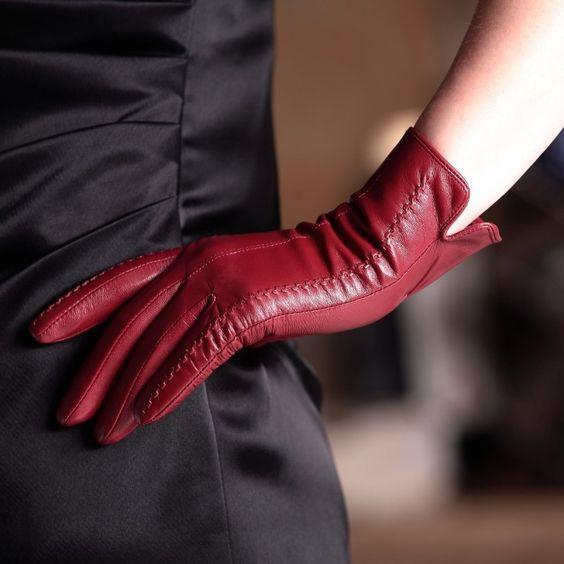 яркие перчатки для женщин